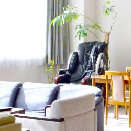入院患者様専用の休憩室です。入院中のお食事などもこちらで提供いたします。雑誌やマッサージチェアなど、ご自由にお使いいただけます。